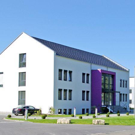 Verwaltungsgebäude, Magazin und Produktionshallen, Röttenbach