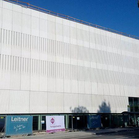 Vorhangfassade aus weißem Sichtbeton, München